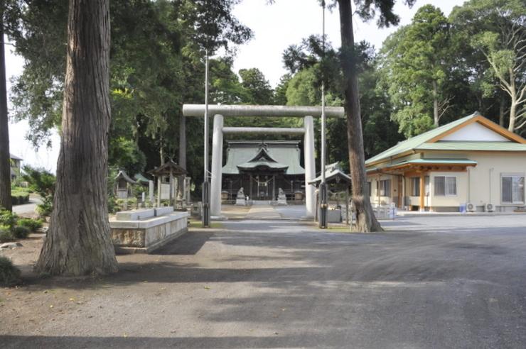 額田神社全体